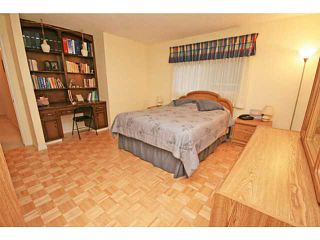 Photo 9: 108 LAKE MEAD Place SE in CALGARY: Lk Bonavista Estates Residential Detached Single Family for sale (Calgary)  : MLS®# C3586278
