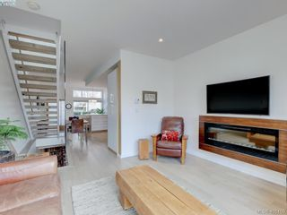Photo 3: 403 Kingston St in VICTORIA: Vi James Bay Row/Townhouse for sale (Victoria)  : MLS®# 804968