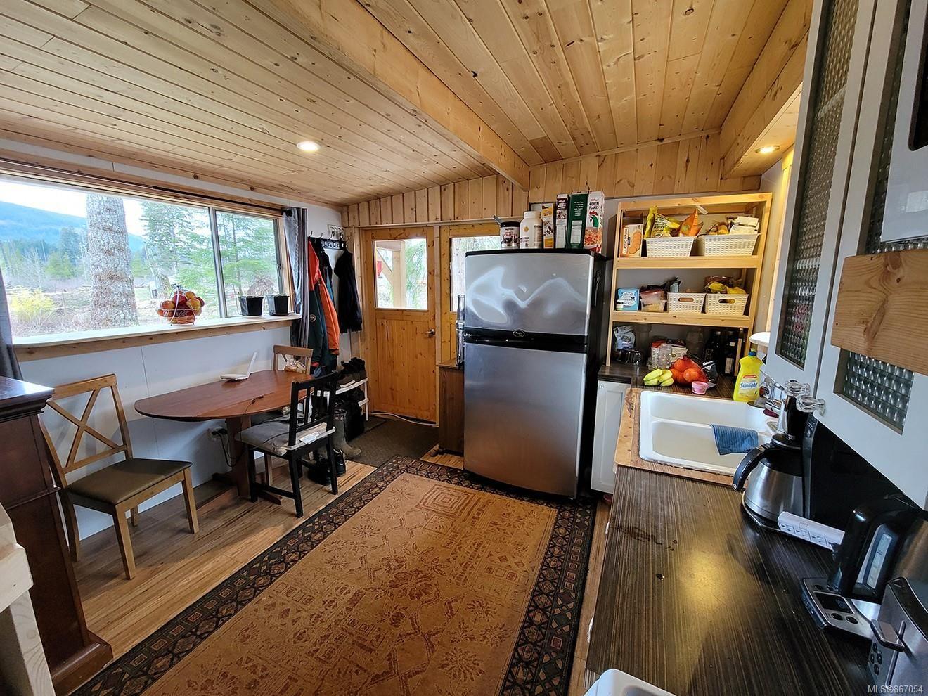 Photo 9: Photos: 2056 Spike Rd in : CV Merville Black Creek House for sale (Comox Valley)  : MLS®# 867054