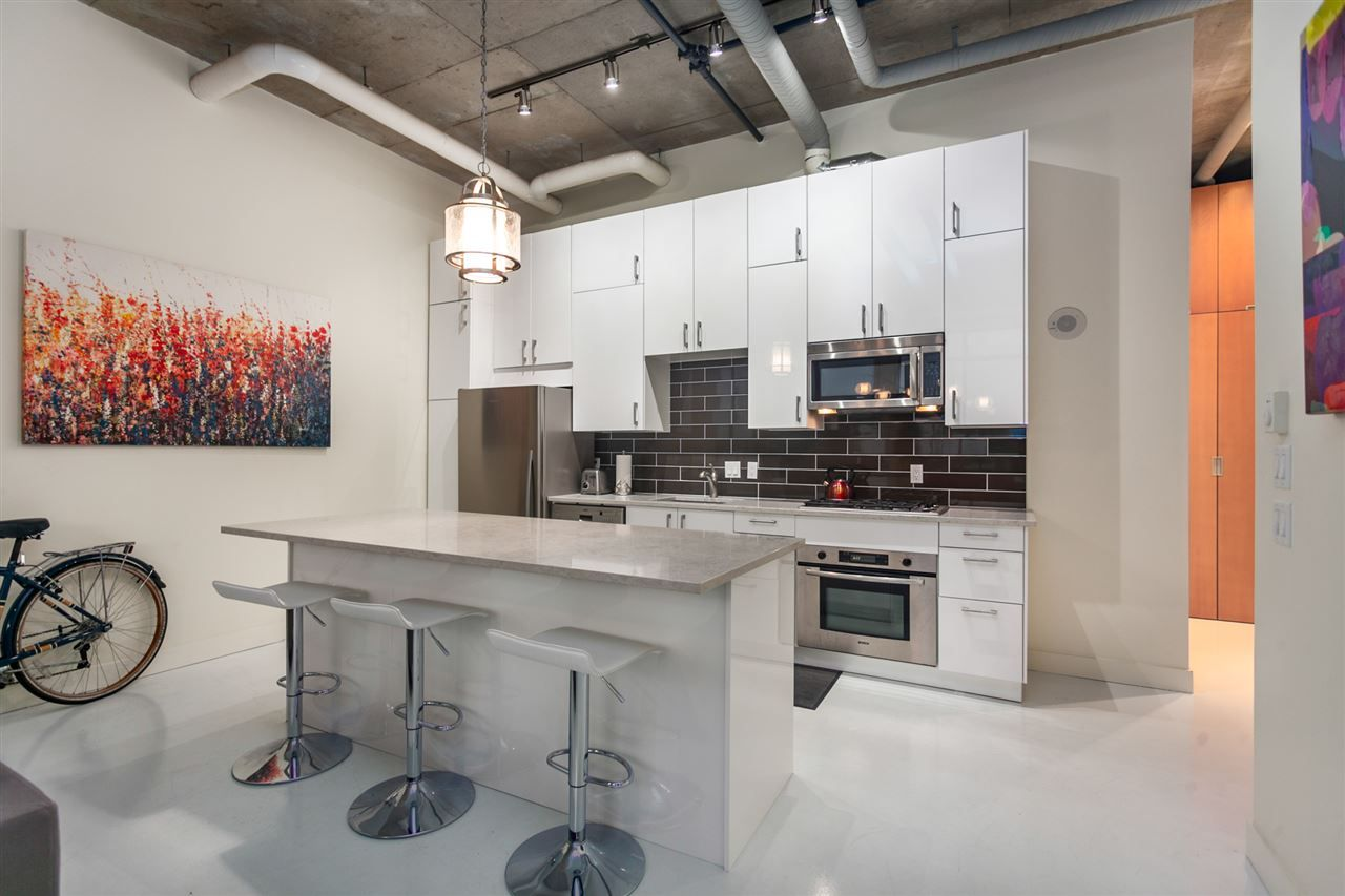 "Photo 5: Photos: 405 495 W 6TH Avenue in Vancouver: False Creek Condo for sale in ""Loft 495"" (Vancouver West)  : MLS®# R2361195"