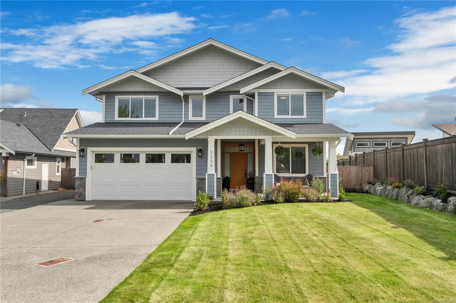 4 bedroom plus den, great room and family room