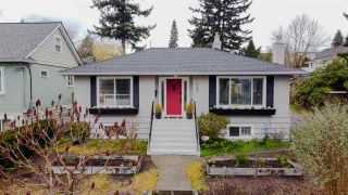 """Photo 2: 1607 HAMILTON Street in New Westminster: West End NW House for sale in """"WEST END"""" : MLS®# R2536882"""