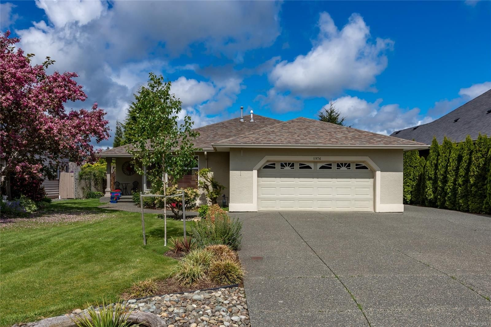 Main Photo: 1976 Fairway Dr in : CR Campbell River Central House for sale (Campbell River)  : MLS®# 875693
