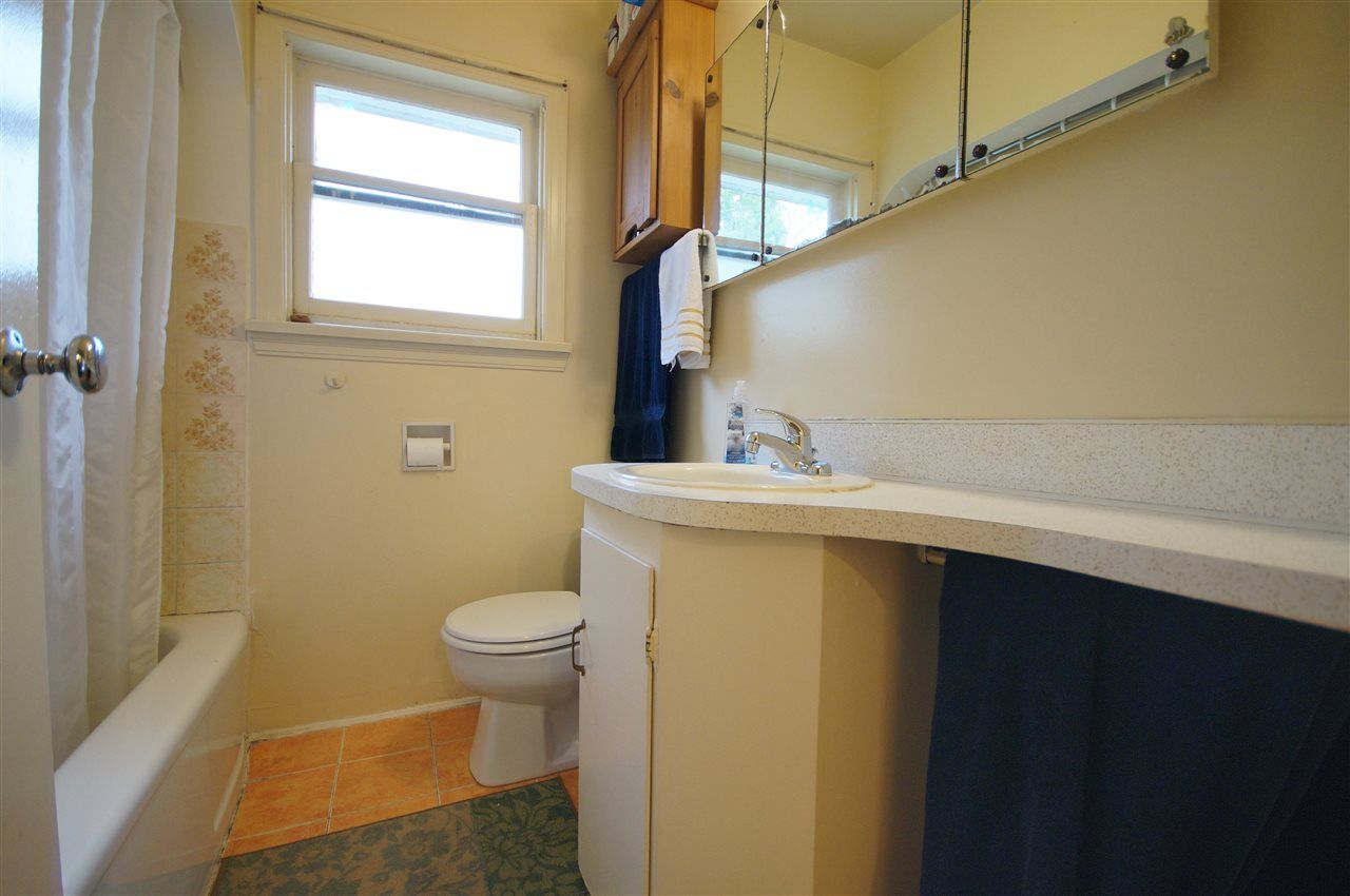 Photo 5: Photos: 2441 E 40TH AVENUE in Vancouver: Collingwood VE House for sale (Vancouver East)  : MLS®# R2051236