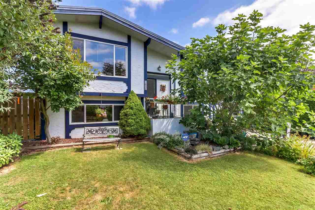 Photo 2: Photos: 7656 JUNIPER Street in Mission: Mission BC House for sale : MLS®# R2295491