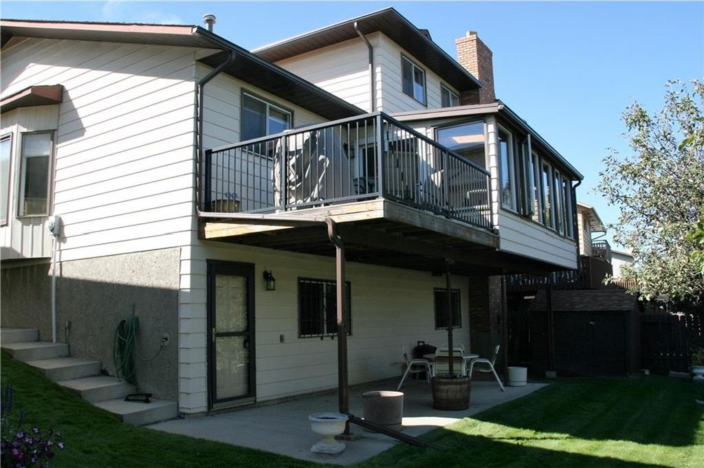Photo 4: Photos: 52 BERKSHIRE Road NW in Calgary: Beddington Heights House for sale : MLS®# C4105449