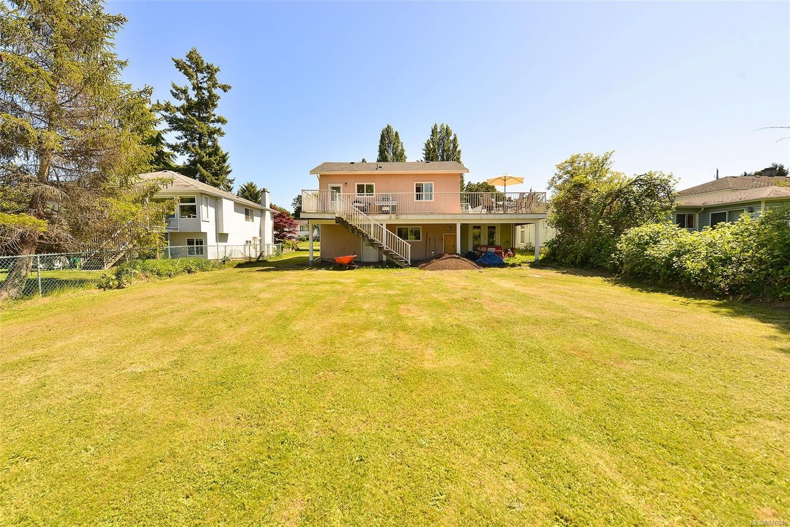Main Photo: 914 DUNN Ave in : SE Swan Lake House for sale (Saanich East)  : MLS®# 876045