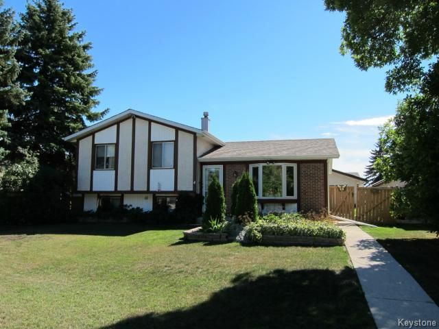 Main Photo: 4 Chaucer Place in WINNIPEG: Transcona Residential for sale (North East Winnipeg)  : MLS®# 1319444