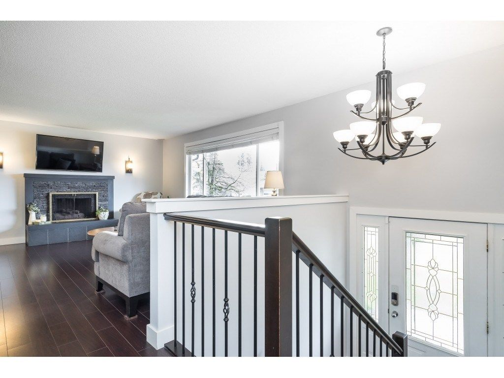 Photo 5: Photos: 34119 LARCH Street in Abbotsford: Central Abbotsford House for sale : MLS®# R2547045