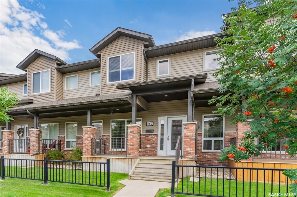 Main Photo: 202 110 Willowgrove Crescent in Saskatoon: Willowgrove Residential for sale : MLS®# SK868135