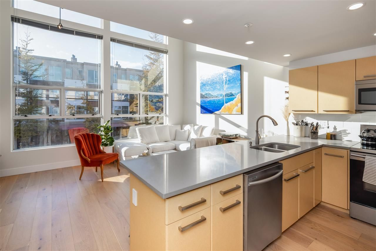 Main Photo: 4 2088 W 11TH AVENUE in Vancouver: Kitsilano Condo for sale (Vancouver West)  : MLS®# R2511764