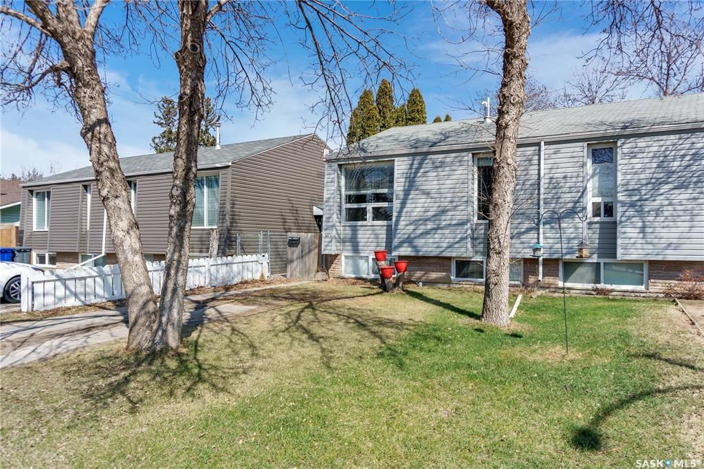 Main Photo: 907A Argyle Avenue in Saskatoon: Greystone Heights Residential for sale : MLS®# SK851059