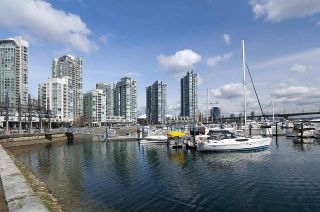 """Photo 35: 1602 1077 MARINASIDE Crescent in Vancouver: Yaletown Condo for sale in """"Marinaside Resort Residences"""" (Vancouver West)  : MLS®# R2592823"""