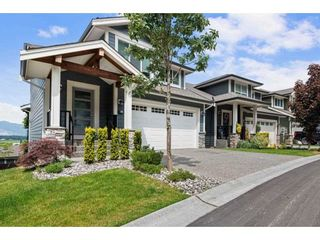"""Photo 2: 37 50634 LEDGESTONE Place in Chilliwack: Eastern Hillsides House for sale in """"The Cliffs"""" : MLS®# R2593109"""