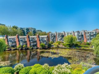 """Photo 23: 307 1502 ISLAND PARK Walk in Vancouver: False Creek Condo for sale in """"The Lagoons"""" (Vancouver West)  : MLS®# R2606940"""