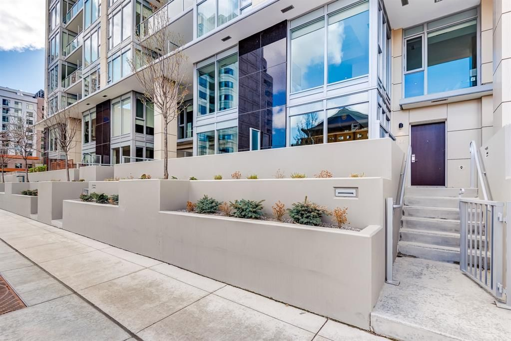 Main Photo: 105 1025 5 Avenue SW in Calgary: Downtown West End Apartment for sale : MLS®# A1118262