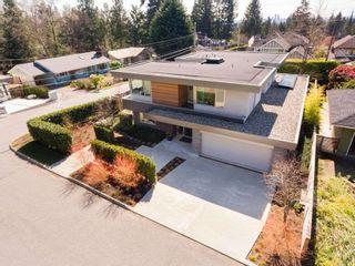 Photo 2: 903 LEOVISTA Avenue in North Vancouver: Edgemont House for sale : MLS®# R2355566