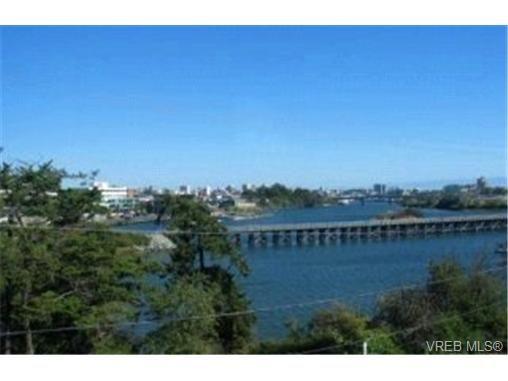 Main Photo:  in VICTORIA: Vi Burnside Condo for sale (Victoria)  : MLS®# 365201