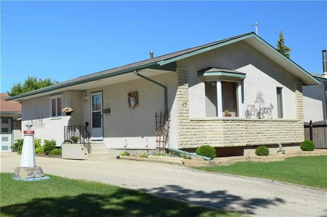 Main Photo: 115 Quincy Bay in Winnipeg: Waverley Heights Residential for sale (1L)  : MLS®# 1900847