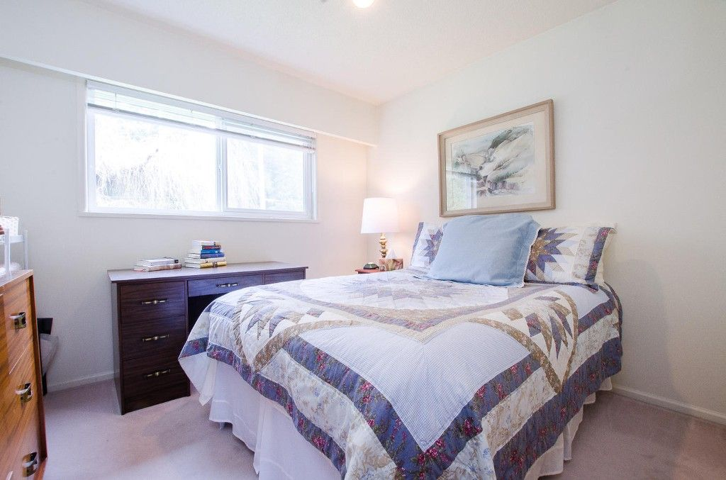 Photo 14: Photos: 24700 50 Avenue in Langley: Salmon River House for sale