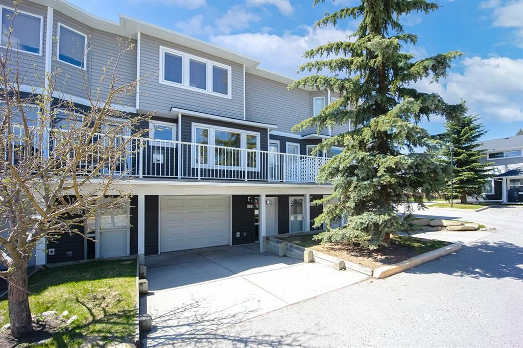 Welcome to Regal Park in Renfrew. Front and back entrance, a full size deck and tandem double garage. Lots of quest parking right across from the unit.