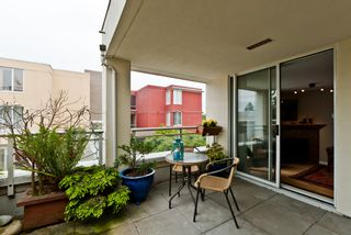 """Photo 8: 311 1978 VINE Street in Vancouver: Kitsilano Condo for sale in """"THE CAPERS BUILDING"""" (Vancouver West)  : MLS®# V954905"""
