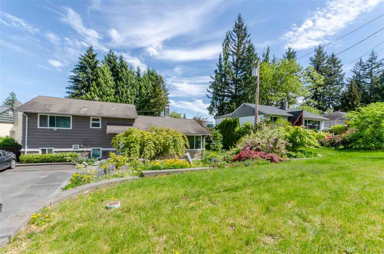Photo 4: Photos: 1939 EASTERN Drive in Port Coquitlam: Mary Hill House for sale : MLS®# R2516960