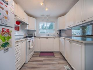 Photo 2: 27 5575 MASON Road in Sechelt: Sechelt District Manufactured Home for sale (Sunshine Coast)  : MLS®# R2532153