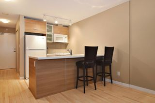 """Photo 3: 3203 9981 WHALLEY Boulevard in Surrey: Whalley Condo for sale in """"PARK PLACE II"""" (North Surrey)  : MLS®# R2327645"""