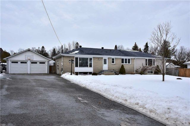 Main Photo: 218 Davidson Street in Pickering: Rural Pickering House (Bungalow) for sale : MLS®# E4045876