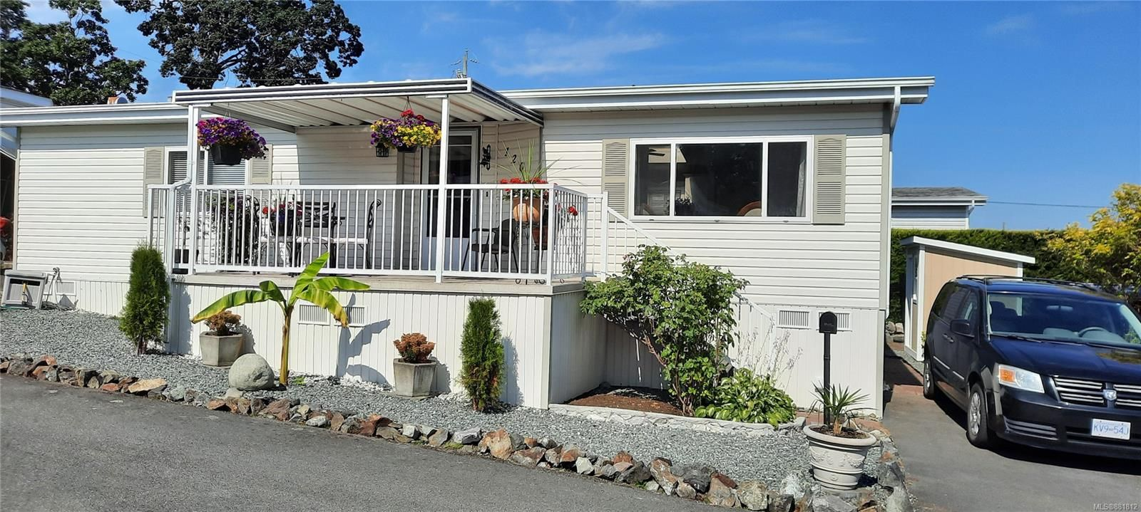 Main Photo: 120 13 CHIEF ROBERT SAM Lane in : VR Glentana Manufactured Home for sale (View Royal)  : MLS®# 881812