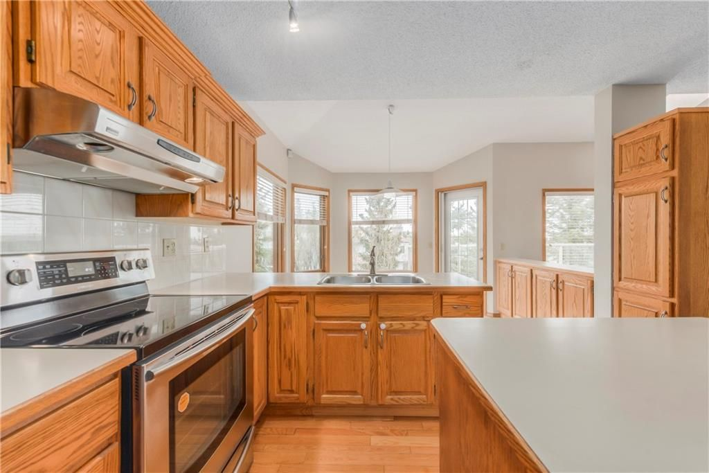 Photo 12: Photos: 2603 SIGNAL RIDGE View SW in Calgary: Signal Hill House for sale : MLS®# C4177922