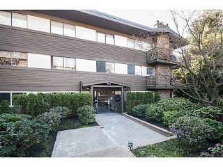 """Photo 2: 101 325 W 3RD Street in North Vancouver: Lower Lonsdale Condo for sale in """"HARBOURVIEW"""" : MLS®# V1110069"""