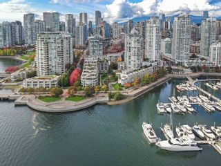 """Photo 37: TH117 1288 MARINASIDE Crescent in Vancouver: Yaletown Townhouse for sale in """"Crestmark I"""" (Vancouver West)  : MLS®# R2625173"""