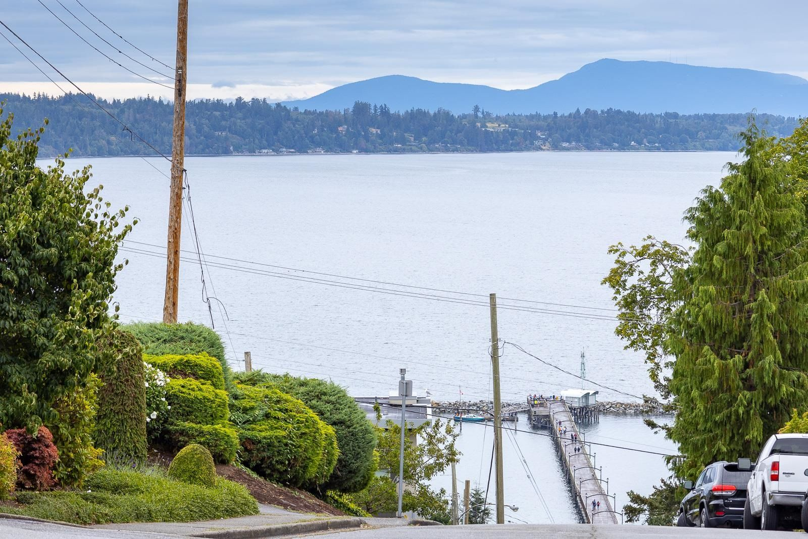 """Main Photo: 202 1250 MARTIN Street: White Rock Condo for sale in """"THE REGENCY"""" (South Surrey White Rock)  : MLS®# R2610384"""