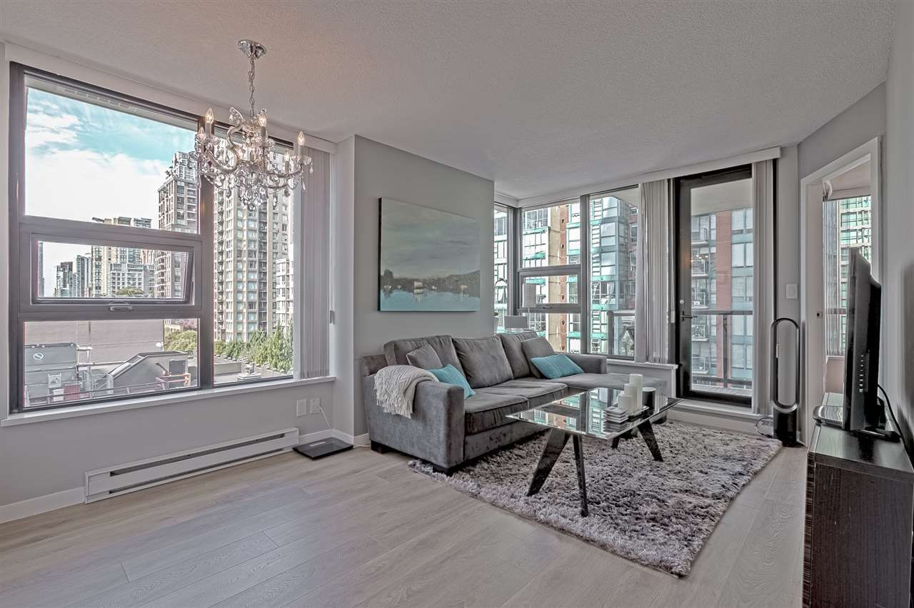 "Main Photo: 701 928 HOMER Street in Vancouver: Yaletown Condo for sale in ""YALETOWN PARK 1"" (Vancouver West)  : MLS®# R2395020"