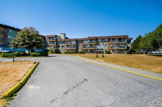 Photo 2: 302 45598 MCINTOSH Drive in Chilliwack: Chilliwack W Young-Well Condo for sale : MLS®# R2602988