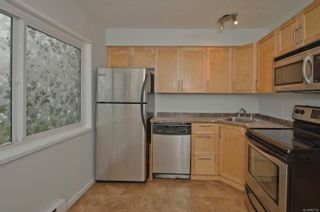 Photo 4: 2 477 Lampson St in : Es Old Esquimalt Condo for sale (Esquimalt)  : MLS®# 862134