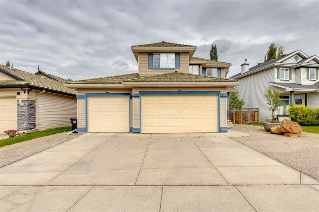 Main Photo: 636 Douglas Glen Boulevard SE in Calgary: Douglasdale/Glen Detached for sale : MLS®# A1139792