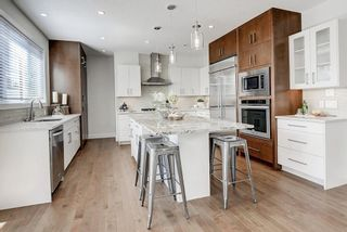 Photo 2: 2711 LIONEL Crescent SW in Calgary: Lakeview Detached for sale : MLS®# C4236282
