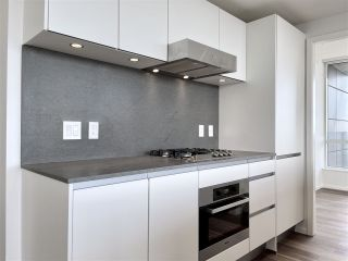 """Photo 15: 2102 8555 GRANVILLE Street in Vancouver: S.W. Marine Condo for sale in """"Granville @ 70TH"""" (Vancouver West)  : MLS®# R2543146"""
