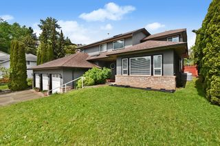 """Photo 2: 2237 MOUNTAIN Drive in Abbotsford: Abbotsford East House for sale in """"Mountain Village"""" : MLS®# R2577486"""