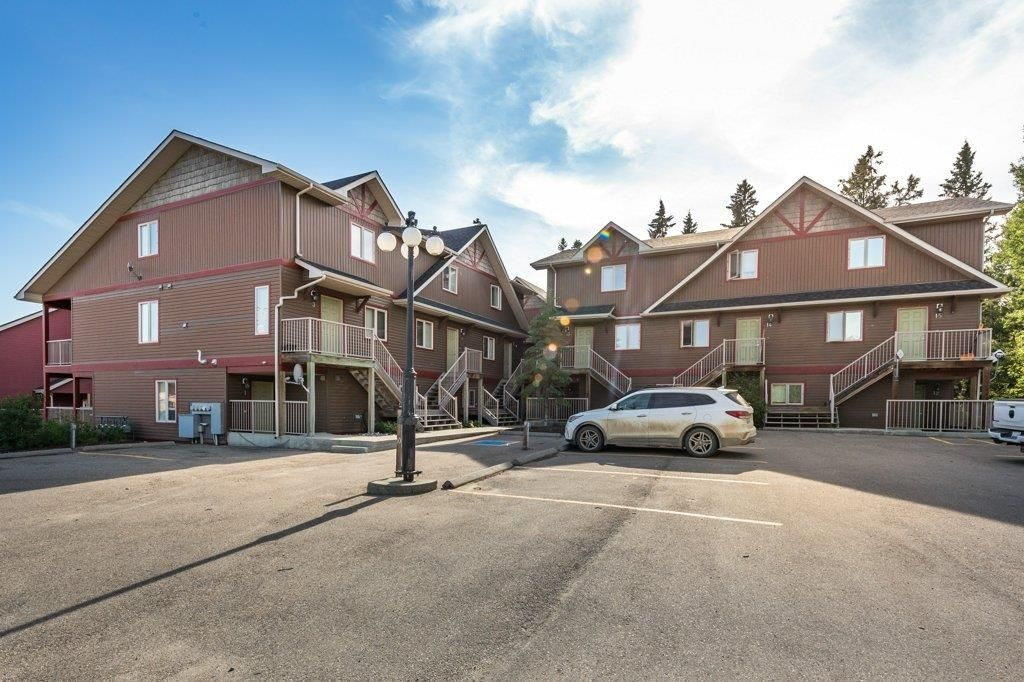 Main Photo: 7 100 Heron Point Close: Rural Wetaskiwin County Townhouse for sale : MLS®# E4251102