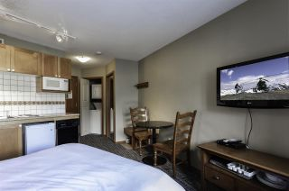 """Photo 2: 612 4315 NORTHLANDS Boulevard in Whistler: Whistler Village Condo for sale in """"CASCADE LODGE"""" : MLS®# R2388811"""