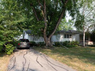 Photo 1: 104 Roselawn Bay in Winnipeg: North Kildonan Residential for sale (3F)  : MLS®# 202119908