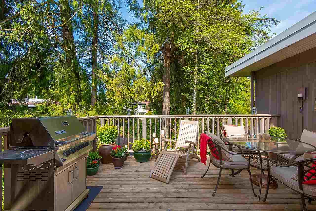 Main Photo: 3685 EDGEMONT BOULEVARD in North Vancouver: Edgemont Townhouse for sale : MLS®# R2259145