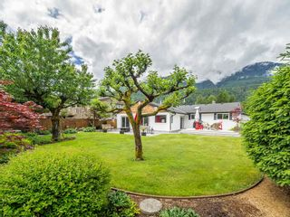 "Photo 2: 41562 ROD Road in Squamish: Brackendale House for sale in ""Brackendale"" : MLS®# R2269959"