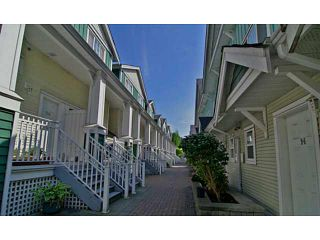 """Photo 2: 25 123 SEVENTH Street in New Westminster: Uptown NW Townhouse for sale in """"Royal City Terrace"""" : MLS®# V1124217"""