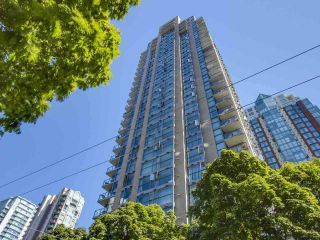 """Photo 2: 105 928 RICHARDS Street in Vancouver: Yaletown Townhouse for sale in """"SAVOY"""" (Vancouver West)  : MLS®# R2188687"""