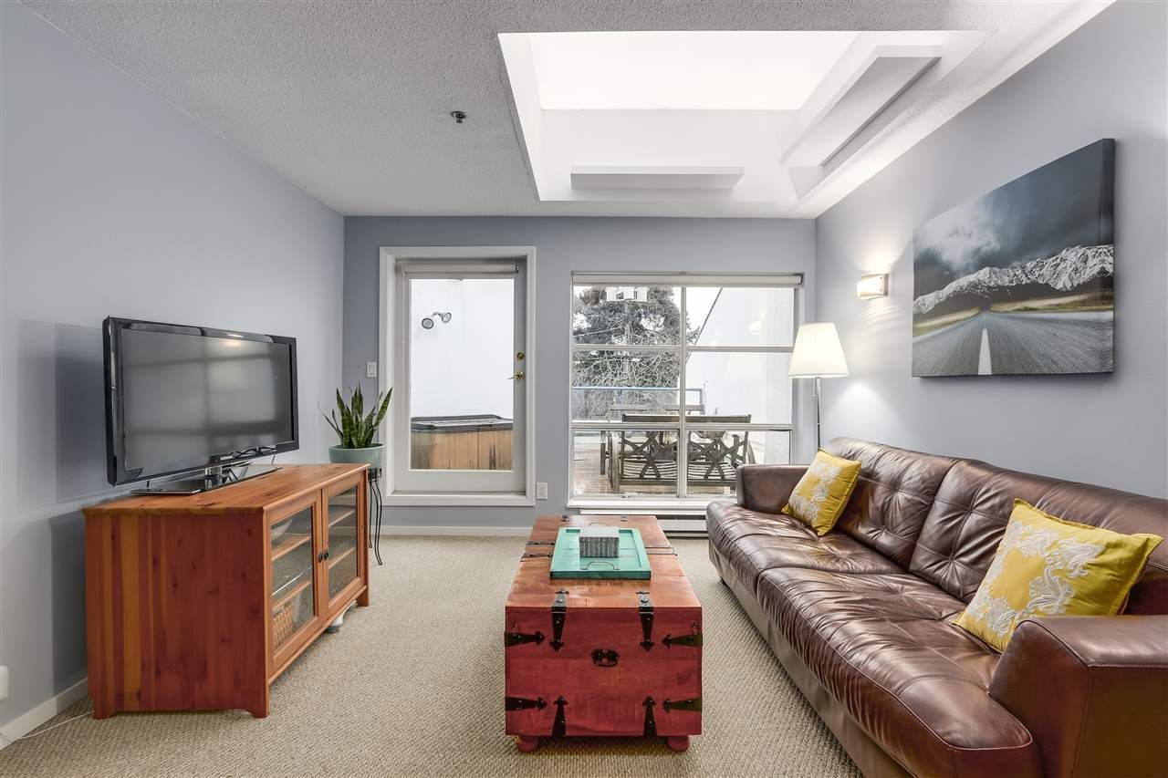 """Main Photo: 1 1038 W 7TH Avenue in Vancouver: Fairview VW Condo for sale in """"THE SANTORINI"""" (Vancouver West)  : MLS®# R2237336"""